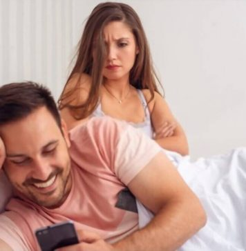 How to Spy on Husband's Cell Phone Text Messages without His Phone